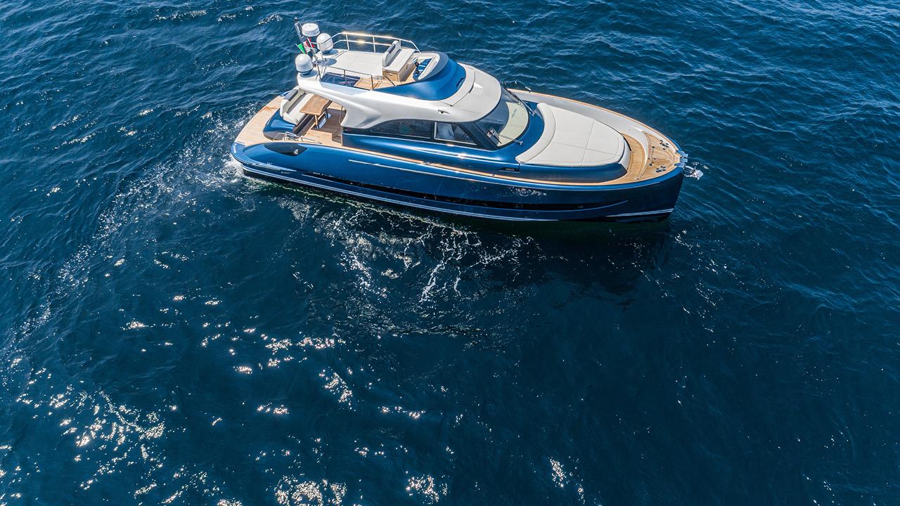 SolarisPower Yachts Easy Docking